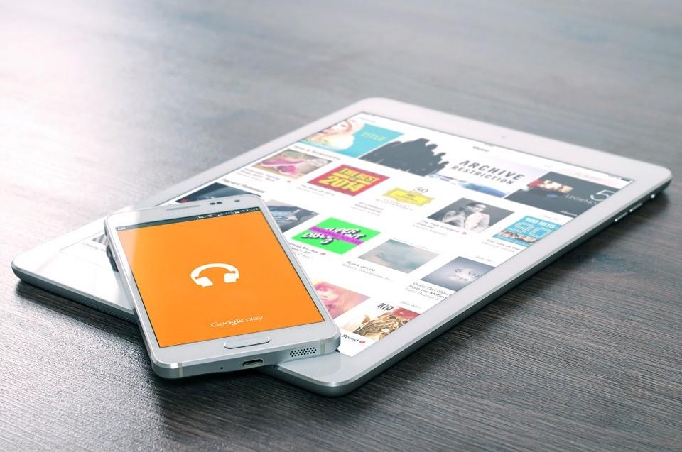 Mire használja a magyar felnőtt az okostelefonját?
